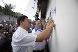 Tony Saca inaugurando una Casa Unidad
